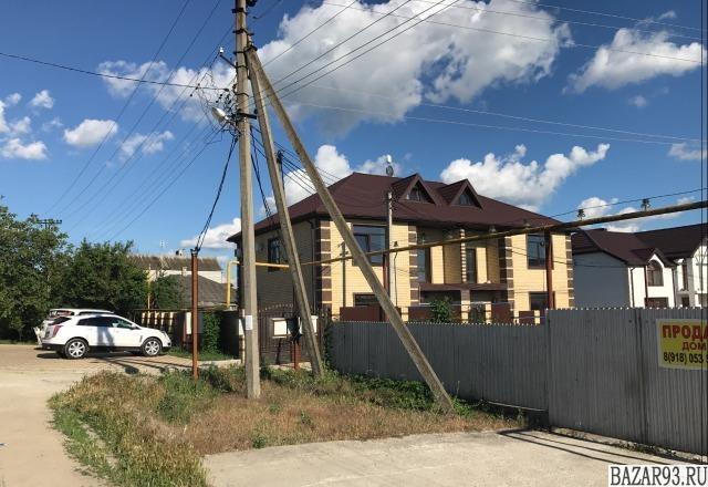 Продам дом 3-этажный дом 210 м² ( кирпич )  на участке 3 сот.  ,  2 км до города