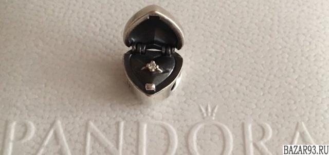 Шарм pandora с бриллиантом