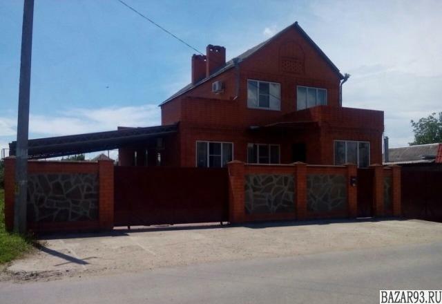 Продам дом 2-этажный дом 290 м² ( кирпич )  на участке 8 сот.  ,  в черте города