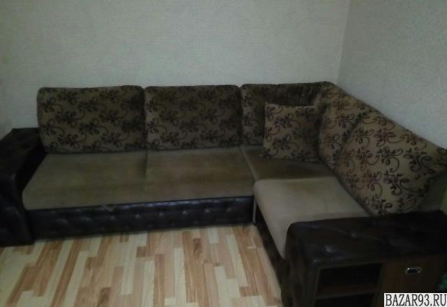 Угловой диван с полками и ящиками