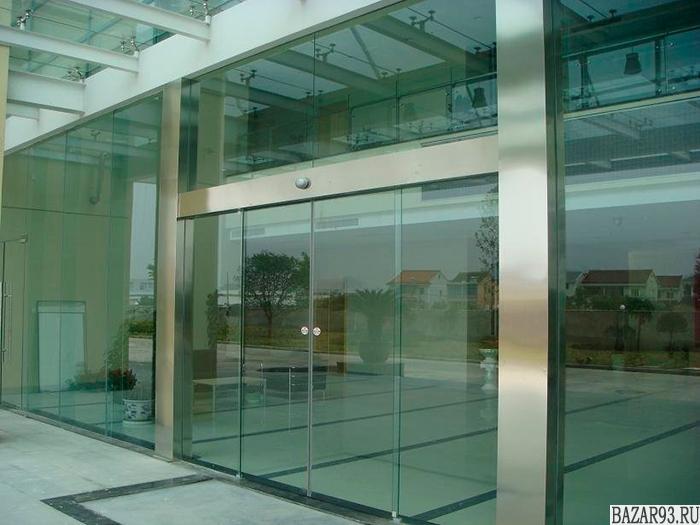 Цельностеклянные витрины,  перегородки,  двери