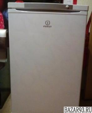 Новая морозильная камера indesit SFR 100 белая
