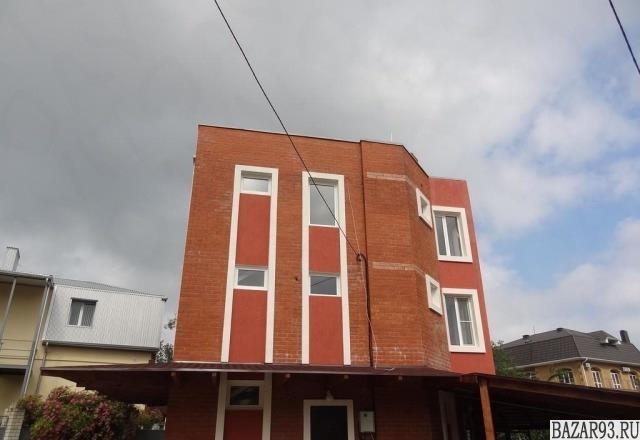Продам дом 3-этажный дом 220 м² ( кирпич )  на участке 6. 3 сот.  ,  в черте гор