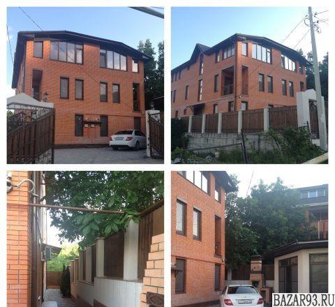 Продам дом 3-этажный дом 450 м² ( кирпич )  на участке 4 сот.  ,  2 км до города