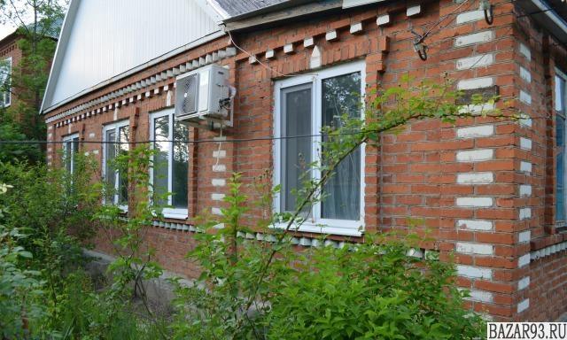 Продам дом 1-этажный дом 76 м² ( кирпич )  на участке 4. 8 сот.  ,  в черте горо