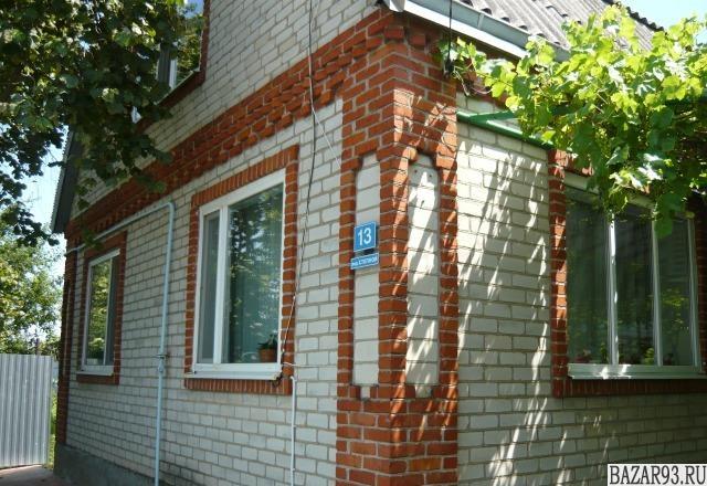Продам дом 1-этажный дом 90 м² ( кирпич )  на участке 5 сот.  ,  в черте города