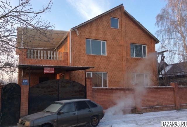 Продам дом 3-этажный дом 350 м² ( кирпич )  на участке 5 сот.  ,  в черте города