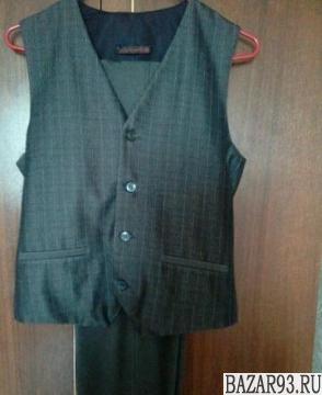 Продам школьный костюм:  жилет,  брюки.  40раз.  В отл