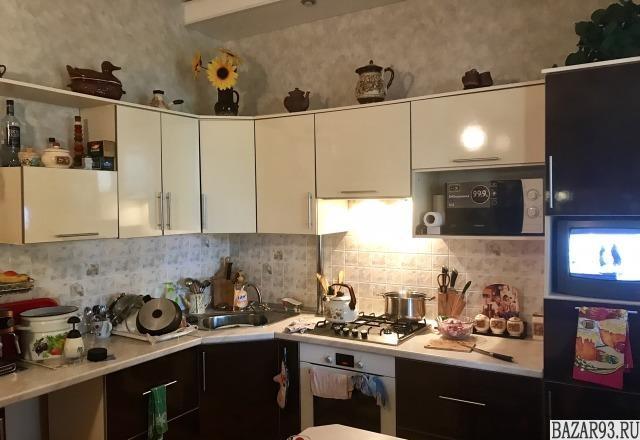 Продам дом 1-этажный дом 110 м² ( кирпич )  на участке 6 сот.  ,  в черте города