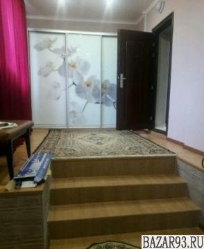 Продам дом 1-этажный дом 114 м² ( кирпич )  на участке 6 сот.  ,  в черте города