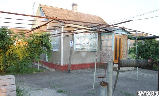 Продам дом 1-этажный дом 35 м² ( кирпич )  на участке 8 сот.  ,  в черте города