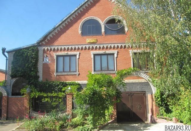 Продам дом 3-этажный дом 467 м² ( кирпич )  на участке 6 сот.  ,  в черте города
