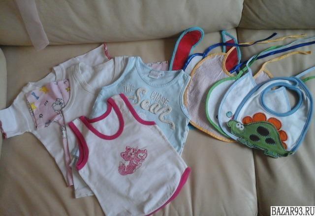 Майки,  носки и слюнявчики детские