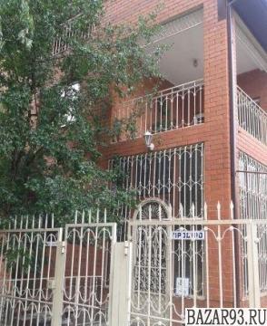 Продам дом 2-этажный дом 314. 2 м² ( кирпич )  на участке 4. 5 сот.  ,  в черте