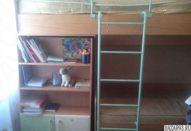 Двух ярусная кровать + платяной шкаф