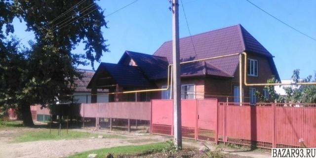 Продам дом 2-этажный дом 220 м² ( кирпич )  на участке 6 сот.  ,  в черте города