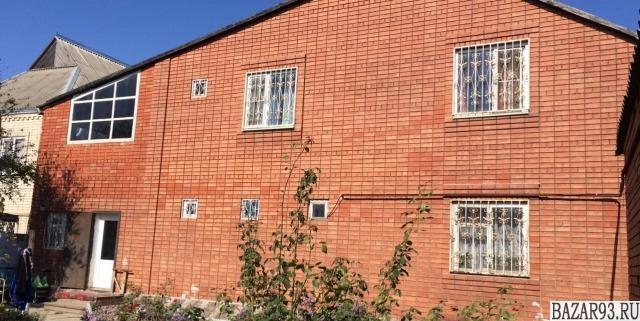 Продам дом 2-этажный дом 300 м² ( кирпич )  на участке 10 сот.  ,  1 км до город