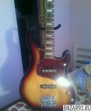 Продаю бас гитару